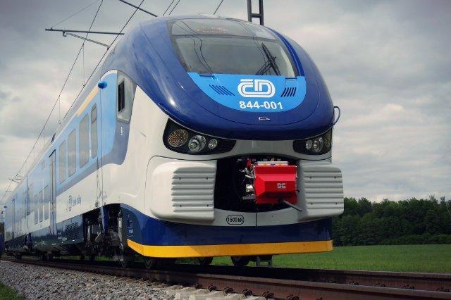 Niemcy przebadali polskie pociągi z okazji zakupów, jakie zrobiła w Pesie niemiecka spółka Niederbarniemer Eisenbahn. NEB kupiła dziewięć pociągów: siedem dwuczłonowych i dwa trzyczłonowe. Będą one często wracać do kraju, ponieważ będą jeździły na trasie