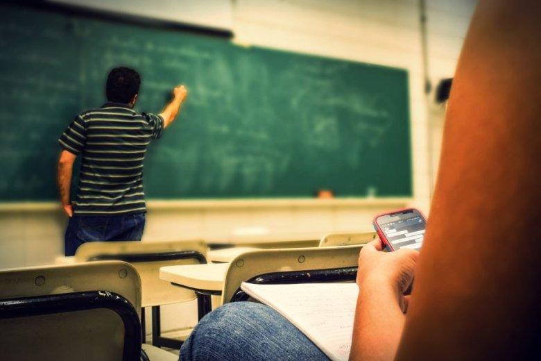 Czy na styku szkół powszechnych oraz liceów zapanuje chaos? Czy dzieci mające za sobą rozmaite doświadczenia edukacyjne mogą mówić o równości szans? Na te pytania żąda odpowiedzi od resortu Sławomir Broniarz.