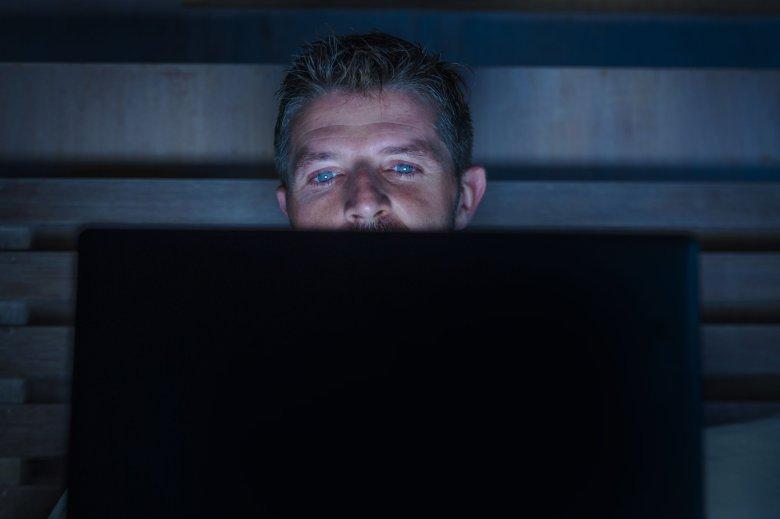 Facebook i Google używają trackerów na stronach dla dorosłych.