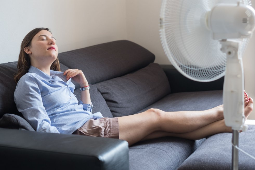 Upalne lato? Zamiast wentylatora, wielu ludzi decyduje się na montaż klimatyzacji.