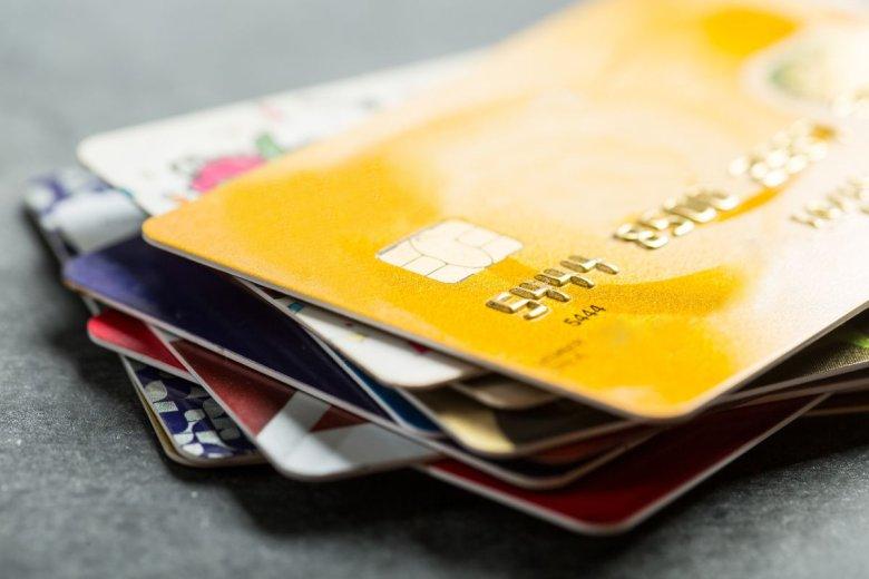 Nastolatek robił zdjęcia kart bankowych swojej rodziny. Potem płacił nimi za gry komputerowe.