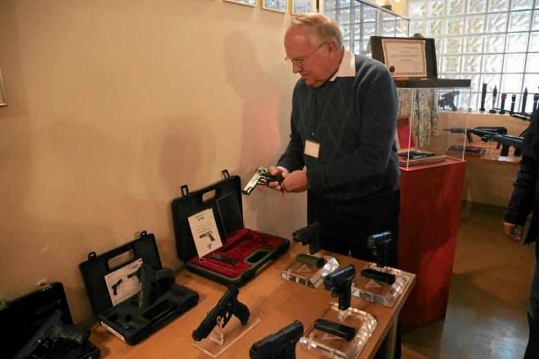 Fabryka Broni w Radomiu uruchomi ponownie produkcję kultowego pistoletu Vis.