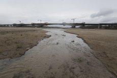 Stan wody w Wiśle na odcinku Warszawy nie przekracza obecnie 70 cm. Susza w tym roku może wyjątkowo mocno uderzyć w nasze portfele.