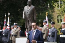 Mateusz Morawiecki podczas ceremonii odsłonięcia pomnika prezydenta Lecha Kaczyńskiego w Stoczni Szczecińskiej.