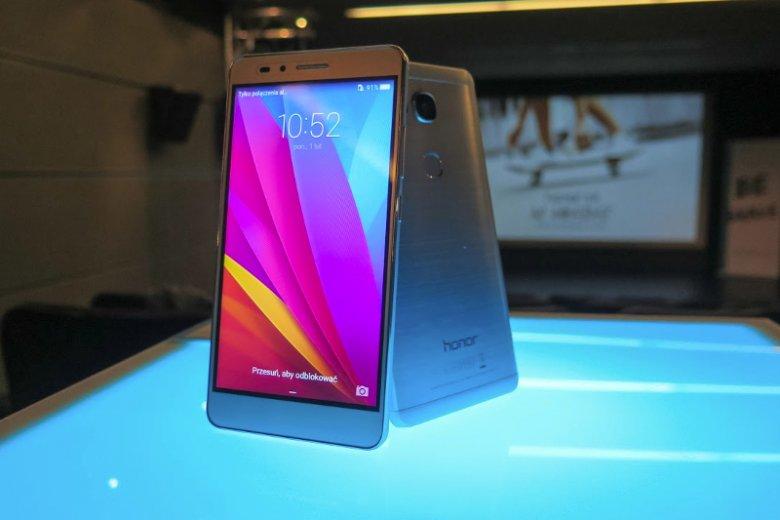 Honor 5X, nowy smartfon Huawei, debiutuje na polskim rynku. Według zapowiedzi stanowi połączenie wydajnej pracy oraz zaawansowanych funkcji multimedialnych