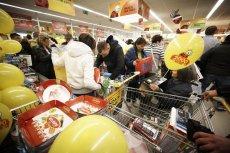 Polacy wyszli w niehandlowe niedziele na świeże powietrze. Zakupy chętnie zaś robią na stacjach benzynowych czy w sieci.