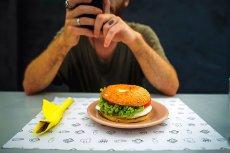 Coraz więcej firm - nawet mięsnych potentatów - zajmuje się produkcją wegetariańskich odpowiedników wędlin.