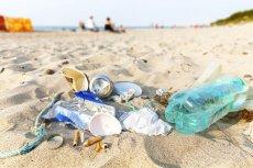 Plastikowe przedmioty jednorazowego użytku stanowią 70 proc. wszystkich śmieci znajdujących się w morzach i oceanach