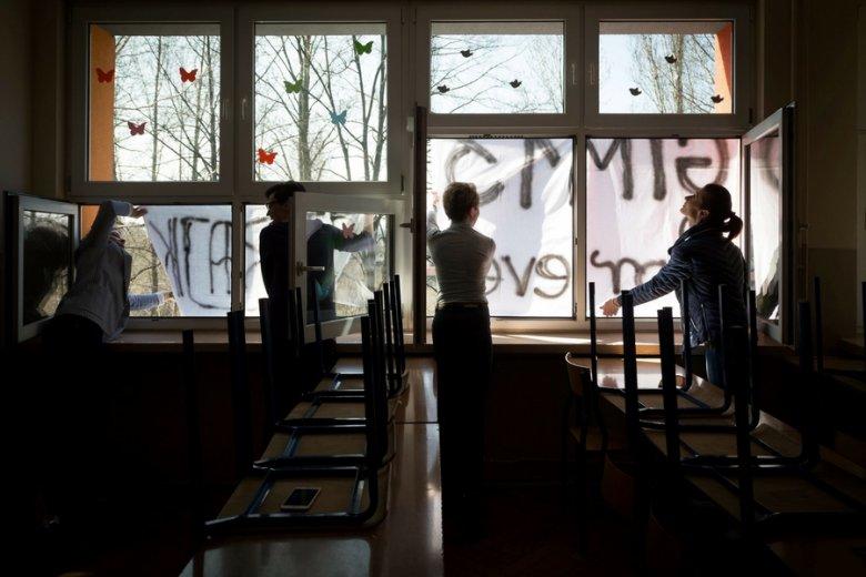 Systemu edukacji nie uratują stuzłotowe podwyżki. 1000 złotych to minimum.