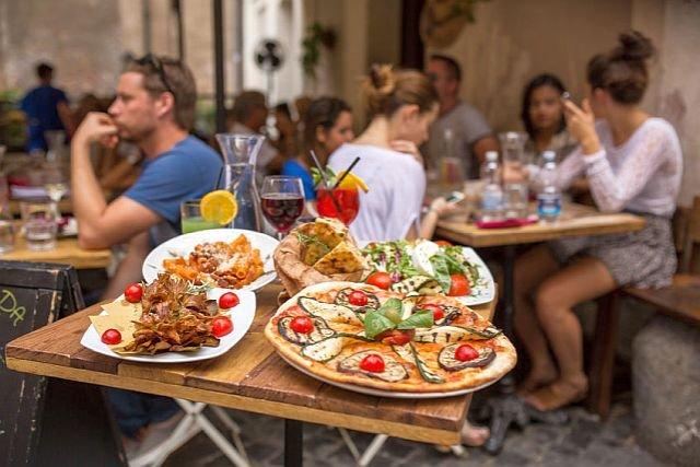 Włoski restaurator chwali się, że zatrudnia tylko włoską obsługę. Jedni są zachwyceni, inni zarzucają mu granie na ksenofobicznych nutach