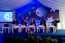 Paneliści dyskusji o przyszłości energetyki: (od lewej) Jan Grimbrandt, Stella Bianci, Peter Wolfmeyer, Andre Poschmann i Robert Spisak