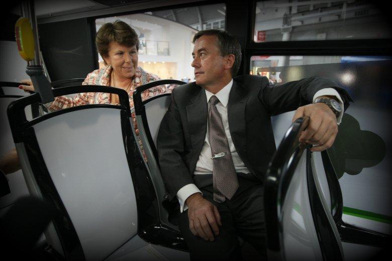 Solange i Krzysztof Olszewscy, właściciele firmy Solaris, która stanowi czołowego producenta nowoczesnych pojazdów komunikacji miejskiej w Europie. Polskimi Solarisami można przejechać się w 29 krajach