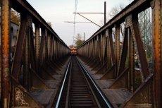 Od wejścia Polski do Unii Europejskiej powstało ponad trzy tysiące różnych dróg, ale nowych linii kolejowych powstało tylko… 46,3 km.