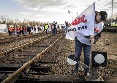 Związkowi górnicy blokują tory w Sławkowie (woj. śląskie), którymi importowany jest węgiel ze wschodu.